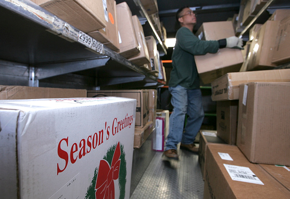 Package「UPS And FedEx Deliver Packages As Holiday Shopping Season Begins」:写真・画像(5)[壁紙.com]