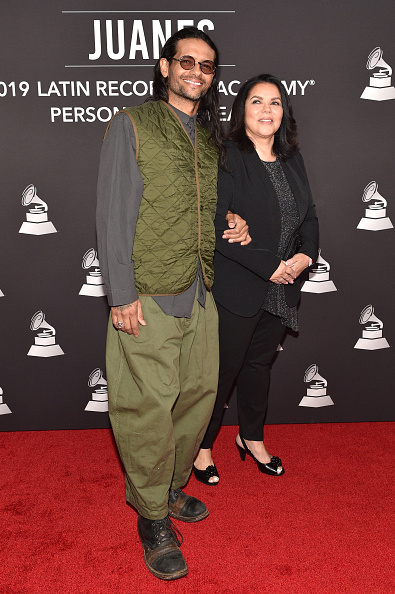 Guest「The 20th Annual Latin GRAMMY Awards- Person Of The Year Gala – Arrivals」:写真・画像(6)[壁紙.com]