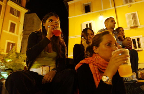 Teenager「Italian Youths Shop, Socialize And Party」:写真・画像(4)[壁紙.com]