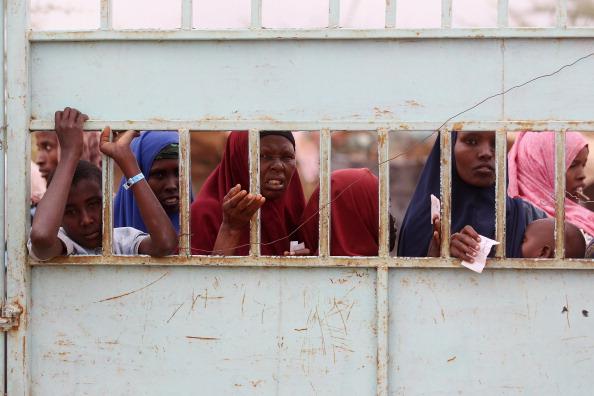 Waiting「Refugees Flock To Dadaab As Famine Grips Somalia」:写真・画像(11)[壁紙.com]