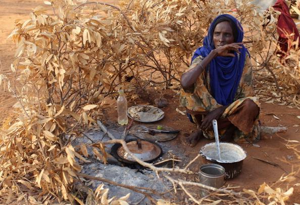 Hungry「Refugees Flock To Dadaab As Famine Grips Somalia」:写真・画像(16)[壁紙.com]