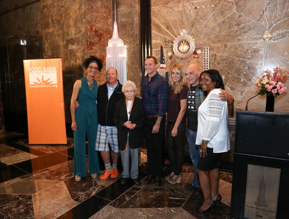 Empire State Building「Celebrities And Food Bank For New York City Lights The Empire State Building」:写真・画像(4)[壁紙.com]
