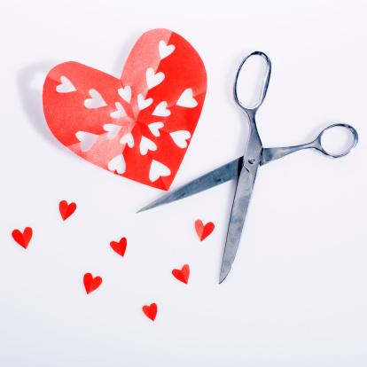 Paper Craft「Kirigami Valentine Heart with Scissors」:スマホ壁紙(3)
