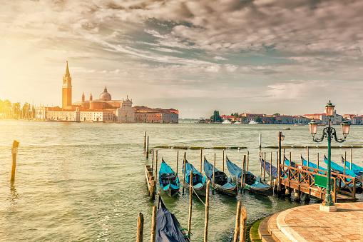 Gondola「日の出ヴェネツィアのサン ・ ジョルジョ ・ マッジョーレ教会」:スマホ壁紙(17)