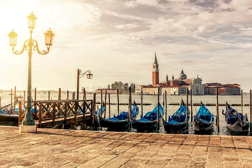 Gondola「日の出ヴェネツィアのサン ・ ジョルジョ ・ マッジョーレ教会」:スマホ壁紙(9)