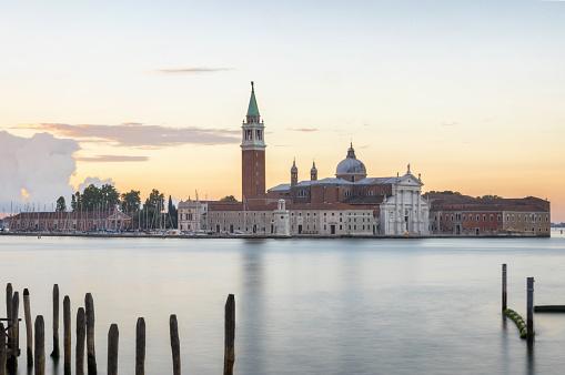 アドリア海「サン ジョルジョ マッジョーレ venecia ヴェネツィア ヴェネツィアは残った日の出の教会」:スマホ壁紙(0)