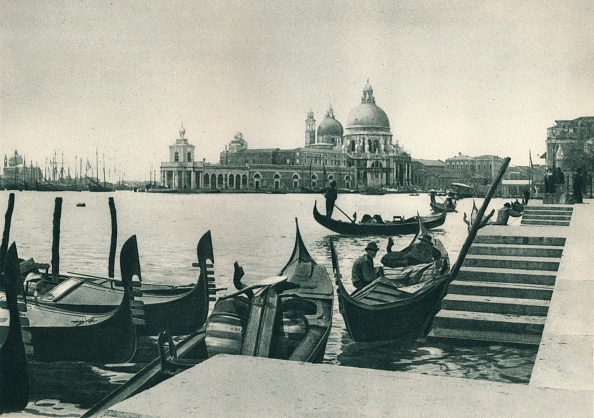 Gondolier「Church of Santa Maria della Salute and the Dogana, Venice, Italy」:写真・画像(9)[壁紙.com]