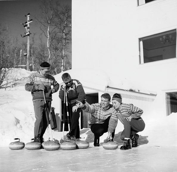 George Freston「Curling」:写真・画像(11)[壁紙.com]