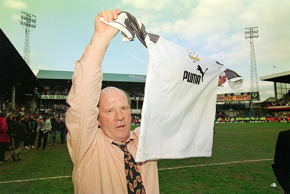 Baseball - Sport「Derby Manager Jim Smith celebrates promotion v Crystal Palace 1996」:写真・画像(6)[壁紙.com]