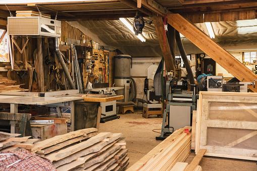 Part of a Series「Carpenter's workshop」:スマホ壁紙(15)