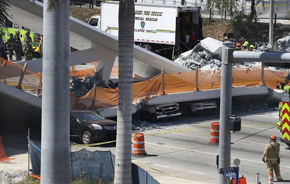 Bridge - Built Structure「Multiple Fatalities Reported After Collapse Of Pedestrian Bridge In Miami」:写真・画像(17)[壁紙.com]