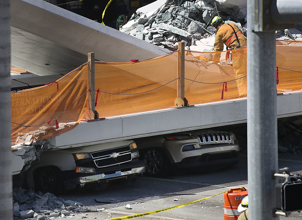 Miami「Multiple Fatalities Reported After Collapse Of Pedestrian Bridge In Miami」:写真・画像(7)[壁紙.com]