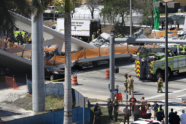 Miami「Multiple Fatalities Reported After Collapse Of Pedestrian Bridge In Miami」:写真・画像(15)[壁紙.com]