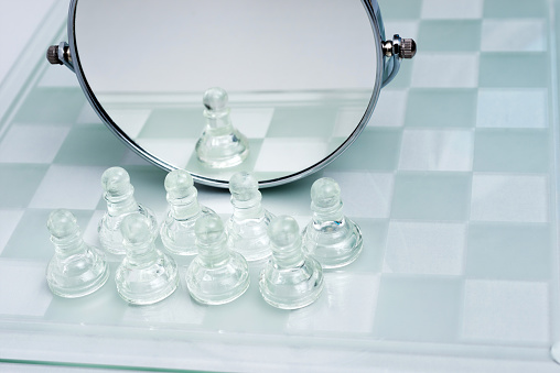 Battle「A group of pawns are in front of the mirror」:スマホ壁紙(10)