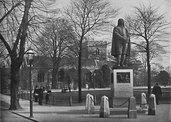 Preacher「Bedford: St Peters Church And The Bunyan Statue C」:写真・画像(5)[壁紙.com]