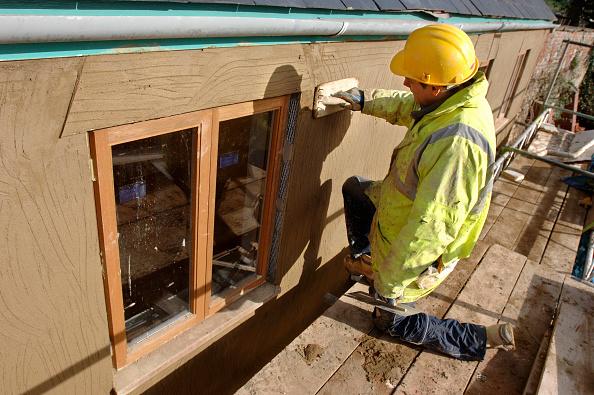 Construction Equipment「A plasterer rendering a roughcast finish around new hardwood casement windows on a cottage under renovation, UK」:写真・画像(8)[壁紙.com]