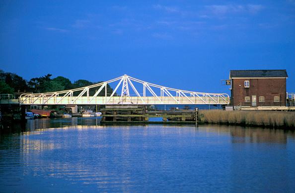 Norfolk Broads「The swing bridge at Reedham in the Norfolk Broads. C 1997」:写真・画像(5)[壁紙.com]