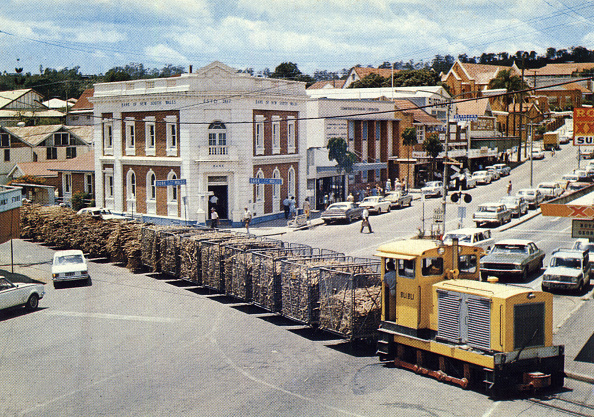 Grass Family「Nambour, Queensland, Australia, Sunshine coast : sugar cane train, postcard, c. 1975」:写真・画像(2)[壁紙.com]