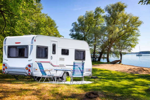 Vacations in Poland - Camper trailer on the shore of bay of the Drawsko lake:スマホ壁紙(壁紙.com)