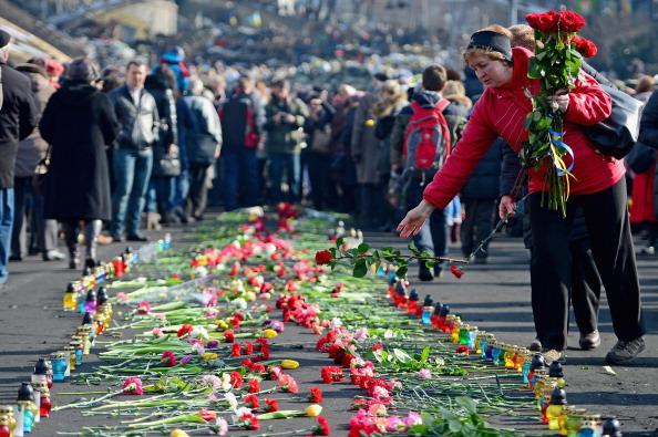 Footpath「Arrest Warrant Issued For Former Ukrainian Leader As Square Becomes Shrine To Dead」:写真・画像(16)[壁紙.com]