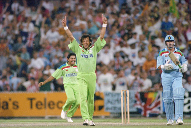 Pakistan captain Imran Khan celebrates 1992 Cricket World Cup Win:ニュース(壁紙.com)