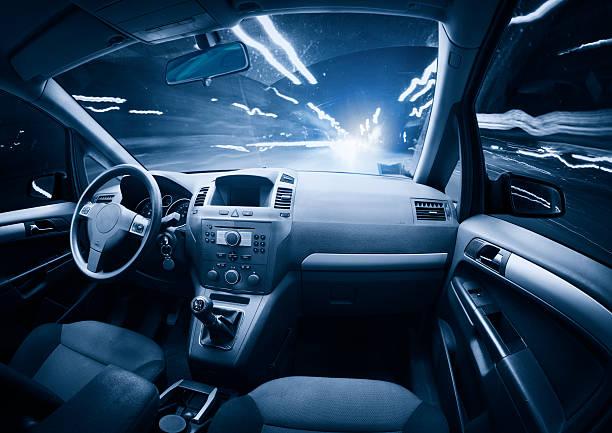 Fast ghost car into the light traffic.:スマホ壁紙(壁紙.com)