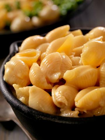 Cast Iron「Creamy Shells and Cheese Sauce」:スマホ壁紙(17)