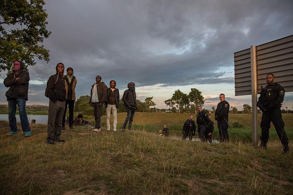 Calais「Calais Migrants Attempt To Find A Way To Reach The UK」:写真・画像(6)[壁紙.com]
