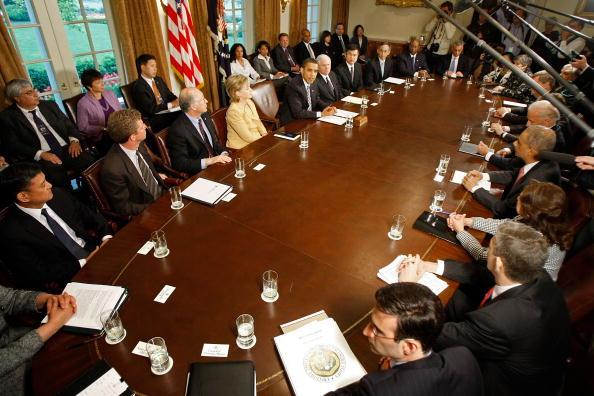 閣僚「Obama Holds First Cabinet Meeting In Cabinet Room」:写真・画像(17)[壁紙.com]