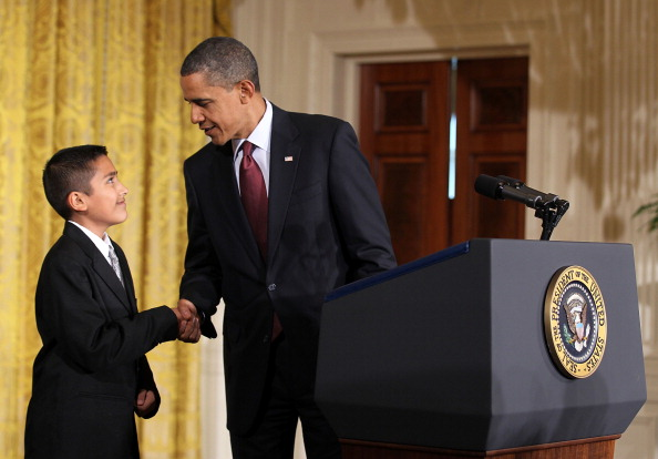 Executive Order「Obama Signs White House Initiative On Educational Excellence For Hispanics」:写真・画像(13)[壁紙.com]