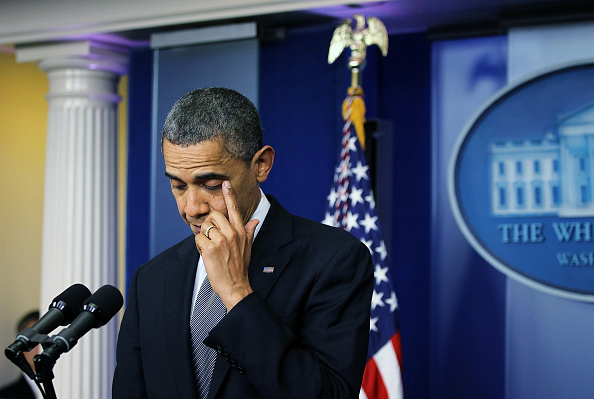 Rubbing「President Obama Addresses The Nation On The Connecticut School Shooting」:写真・画像(13)[壁紙.com]