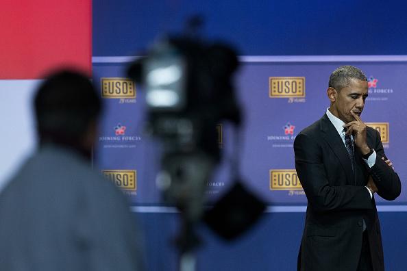 Drew Angerer「Obamas And Bidens Attend USO Comedy Show For Military Appreciation Month」:写真・画像(10)[壁紙.com]
