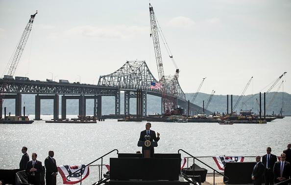 Andrew Burton「President Obama Speaks On Infrastructure Near New York's Tappan Zee Bridge」:写真・画像(17)[壁紙.com]