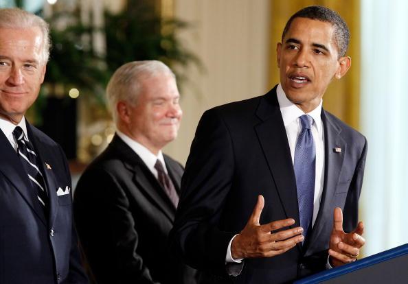 Hate Crime「Obama And Gates Speak At FY2010 National Defense Authorization Act Signing」:写真・画像(16)[壁紙.com]