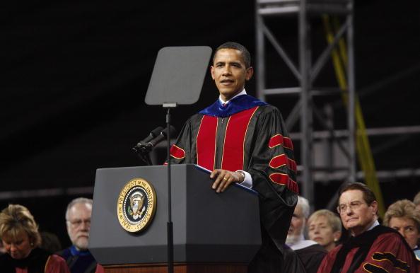 Beginnings「Obama Gives Commencement Address At Arizona State University」:写真・画像(11)[壁紙.com]