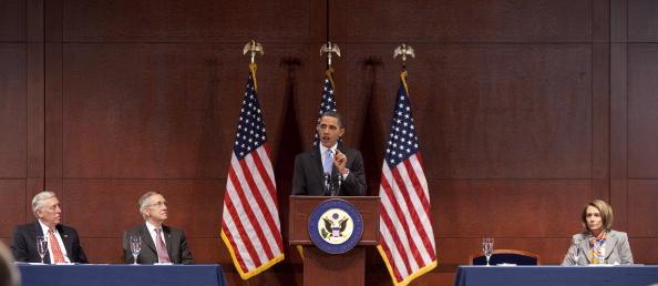 Joshua Roberts「Obama Speaks To Democratic Caucus To Pass Health Care Bill」:写真・画像(8)[壁紙.com]