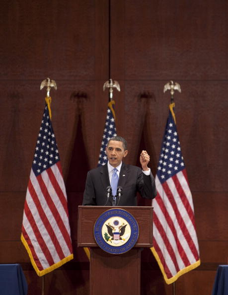 Joshua Roberts「Obama Speaks To Democratic Caucus To Pass Health Care Bill」:写真・画像(3)[壁紙.com]
