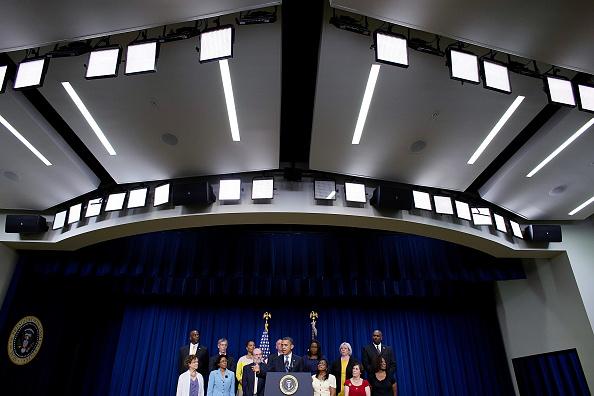Legislation「Obama Urges Congress To Preserve Middle Class Tax Cuts」:写真・画像(9)[壁紙.com]