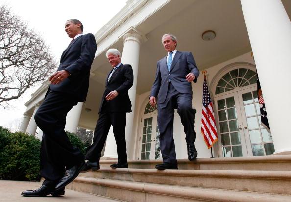 Former「Obama, With Former Presidents Bush And Clinton, Speaks On Haiti」:写真・画像(15)[壁紙.com]