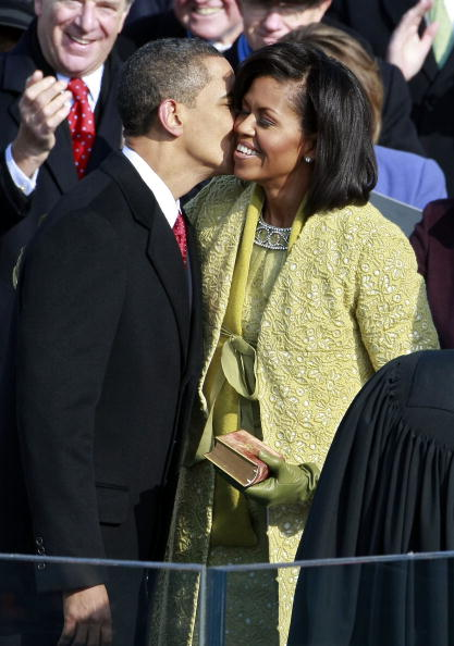 Costume Jewelry「Barack Obama Is Sworn In As 44th President Of The United States」:写真・画像(0)[壁紙.com]