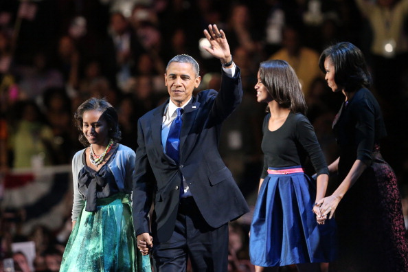 Holding Hands「President Obama Holds Election Night Event In Chicago」:写真・画像(2)[壁紙.com]