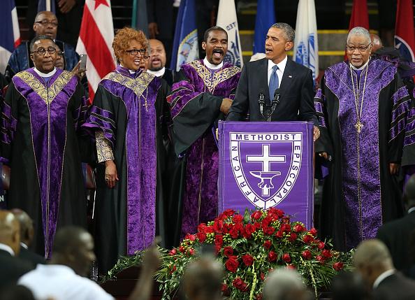 歌う「President Obama Joins Mourners At Funeral Of Rev. Clementa Pinckney」:写真・画像(16)[壁紙.com]