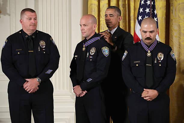 President Obama Awards Presidential Medals Of Valor At The White House:ニュース(壁紙.com)