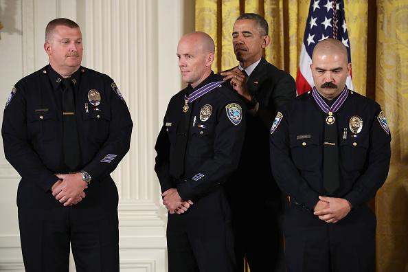 Event「President Obama Awards Presidential Medals Of Valor At The White House」:写真・画像(13)[壁紙.com]