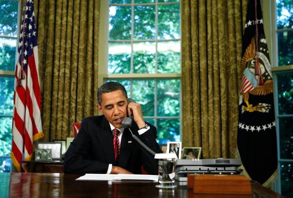Hubble Space Telescope「President Obama Calls The Astronauts Aboard The Space Shuttle Atlantis」:写真・画像(2)[壁紙.com]