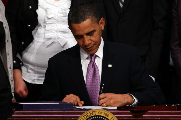 Writing「Obama Signs Health Care And Education Reconciliation Act Of 2010」:写真・画像(16)[壁紙.com]