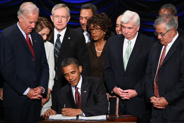 Protection「President Obama Signs Finance Reform Bill Into Law」:写真・画像(0)[壁紙.com]