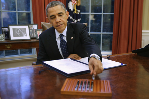 Small Office「President Obama Holds Bill Signing At White House」:写真・画像(14)[壁紙.com]