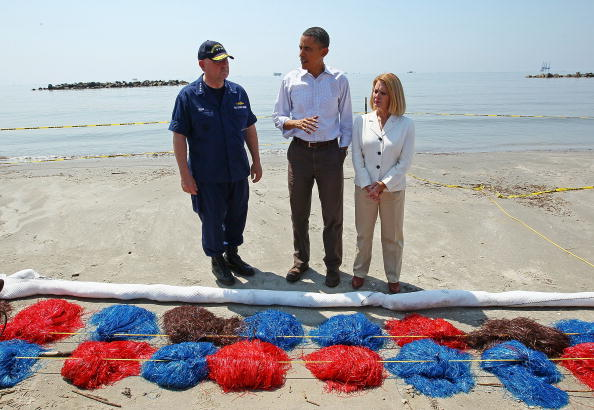 Answering「President Obama Tours Oil Spill Area In Gulf」:写真・画像(8)[壁紙.com]