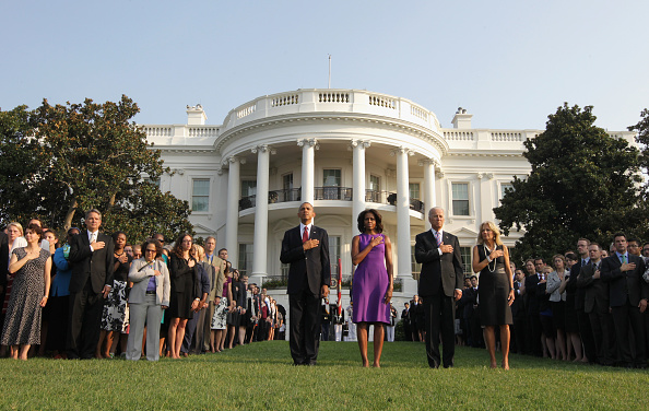 Alex Wong「Obamas And Bidens Observe Moment Of Silence To Mark Anniversary Of 9/11 Attacks」:写真・画像(4)[壁紙.com]